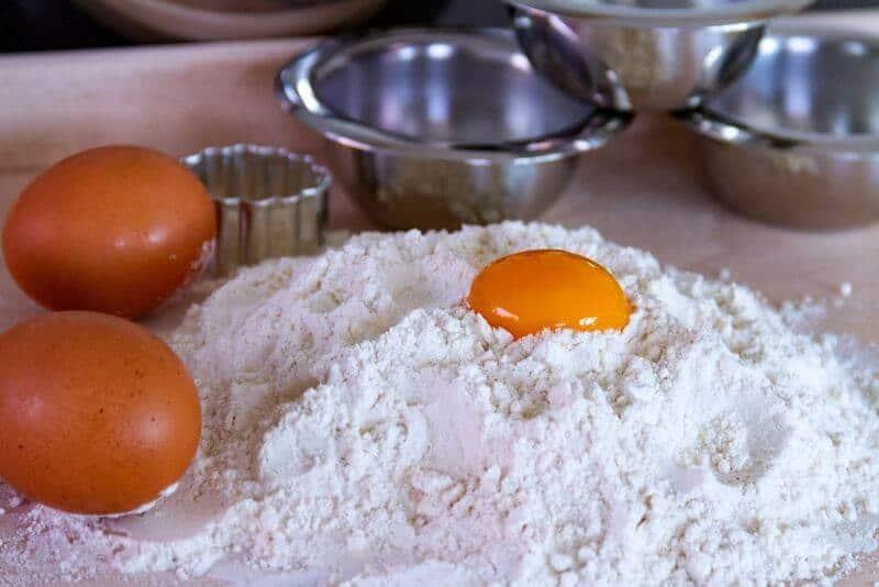 Mehl und Eier sind auch Bestandteil von meinem Rezept für Samhain - Kekse.